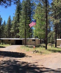Heidi House 10 Acres of privacy near Sunriver