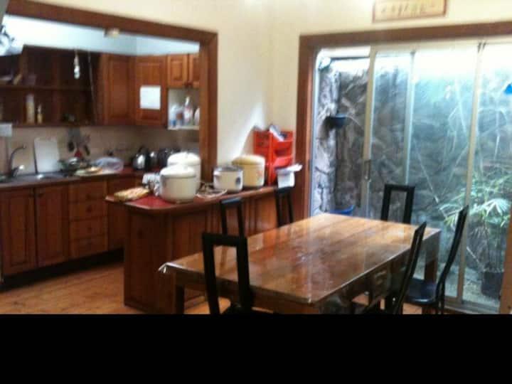 Turrella house 静街3房出租,小房100每周