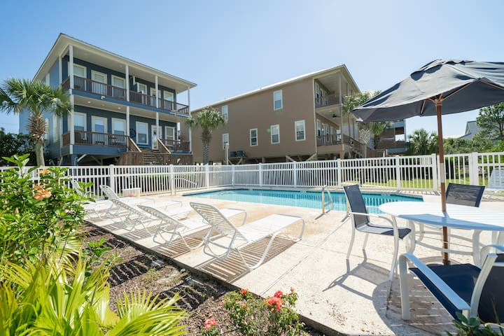 Beach House for 20!  2 Pools, Hot Tub, Dock