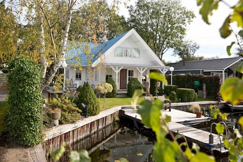 Zweedse  familiewoning met uitzicht over water