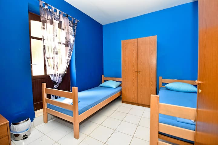 Simple,Central&Cheap Hostel - room 2 for 4 pax