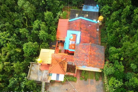 Bungalow in coffee plantation (suraksha Homestay)