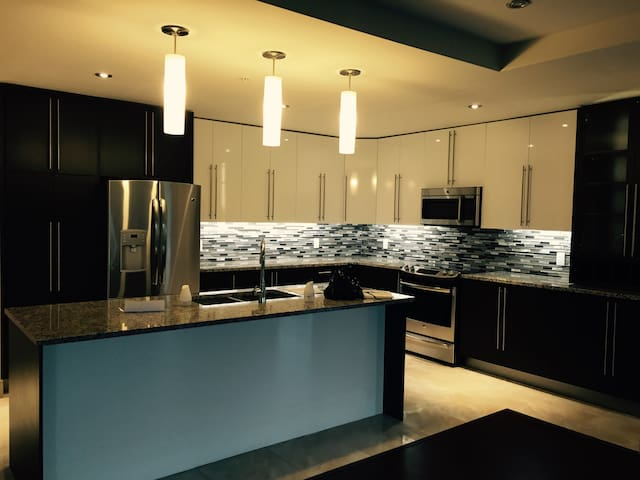 Beautiful & Luxurious apartment - Halifax - Lejlighed