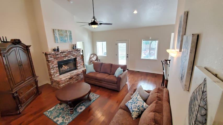 Wrightwood luxury custom home sleeps 10 3bd/2bath!