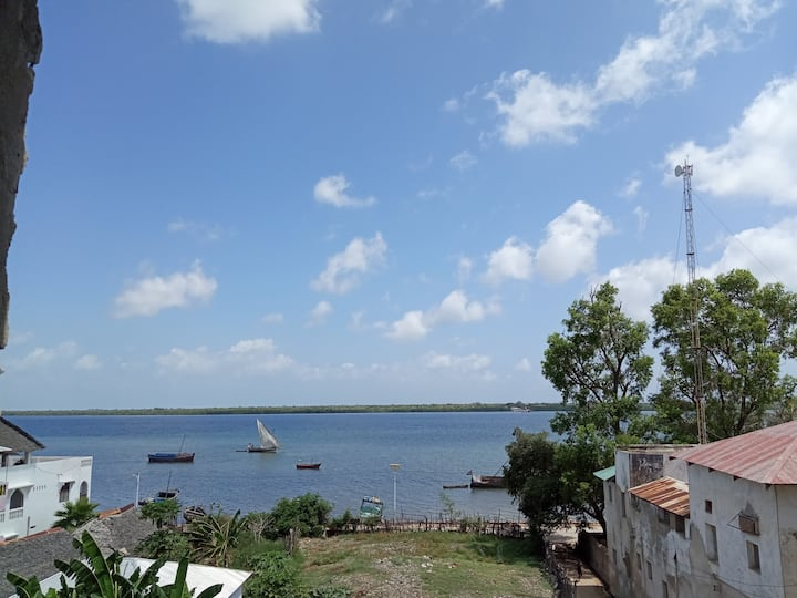 Lamu seaview self cont. room in town with garden