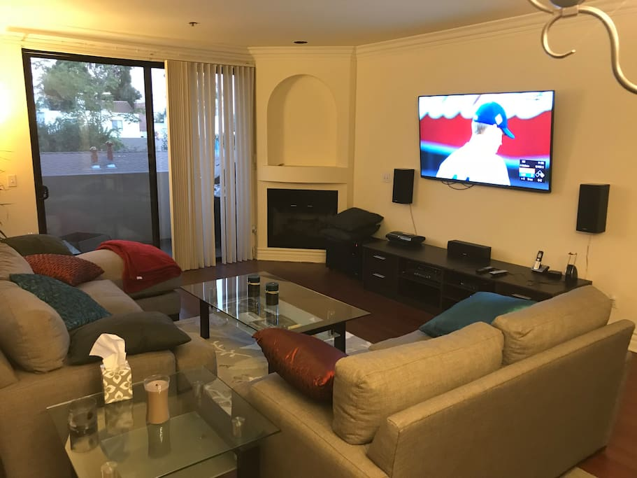 Living Room (65' TV)