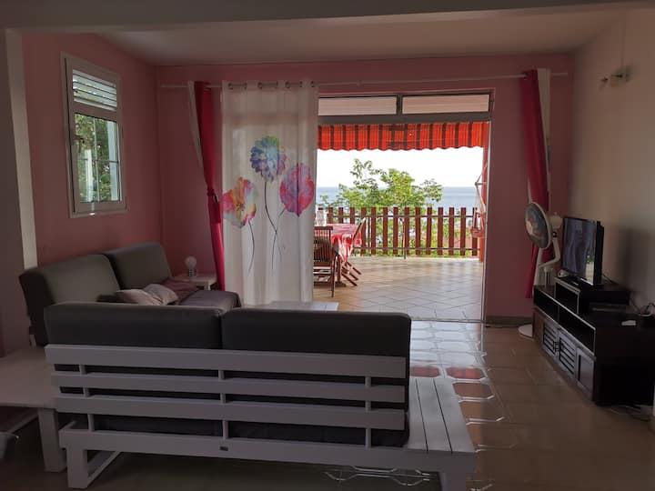 haut de villa vue et accès à la mer
