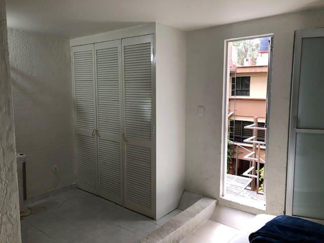Habitación privada, 2o piso, 2 camas individuales.
