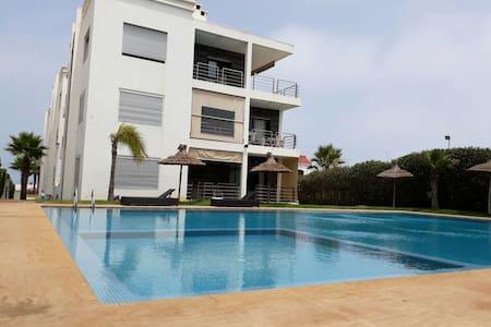 Appartement vue sur mer à Dar Bouazza avec piscine