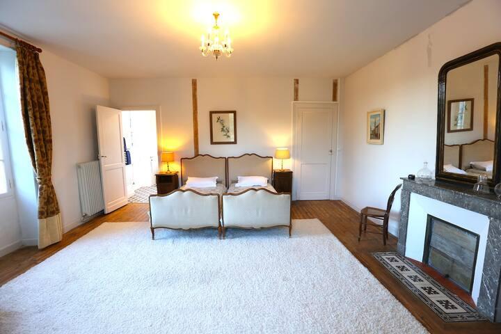 Bedroom / Chambre 1 Suite
