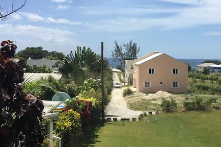 Paynes Bay Apt - 5  MINS WALK to SEA!!