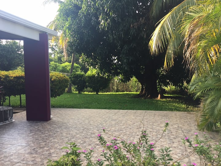 Quiet property for solo travelers outside Managua