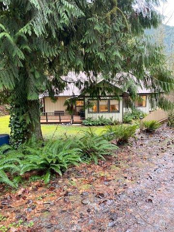 Cottage on Cornell Creek