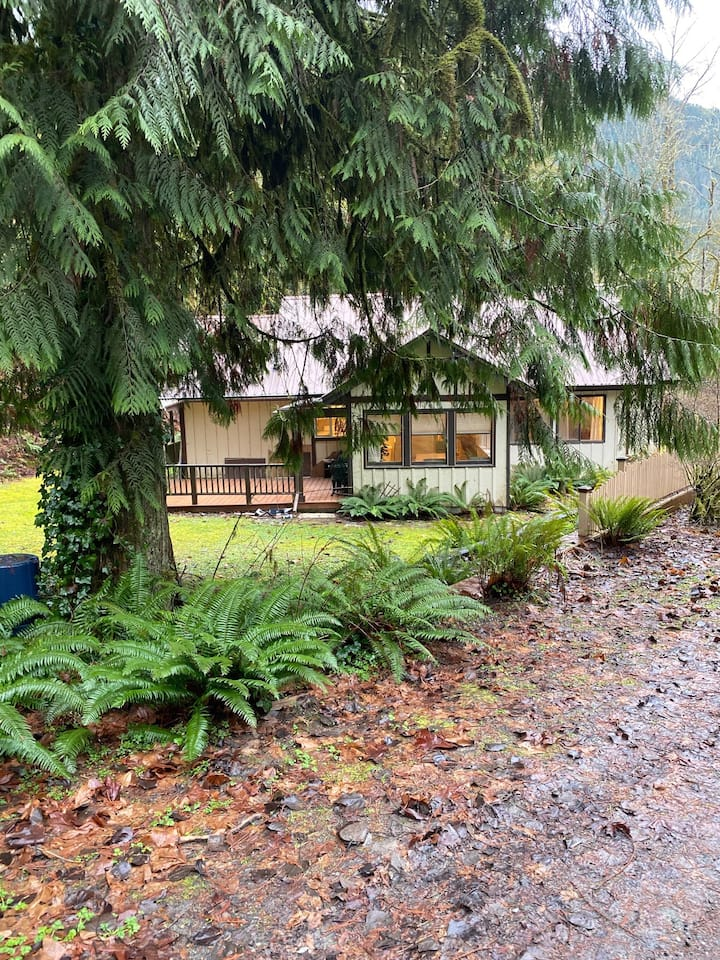 Cottage on Cornell Creek