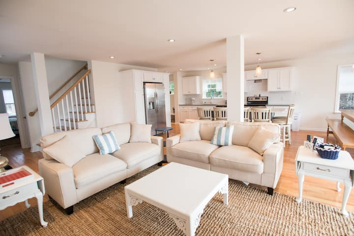 6 Bed 6 Bath Beautiful Brand NEW home, water views