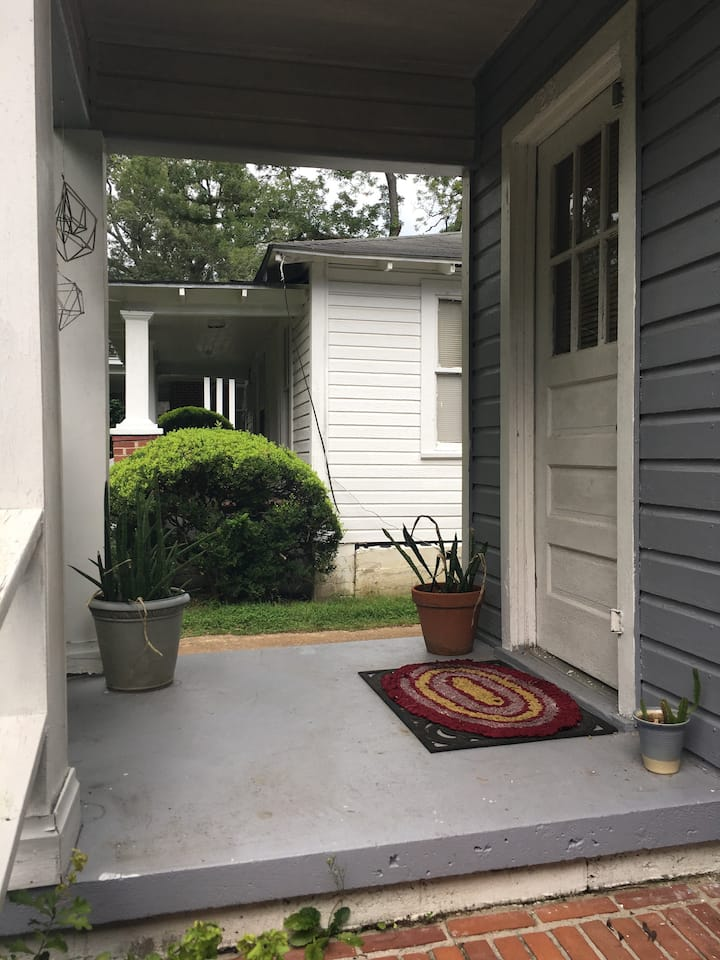 Levy Park 1 bedroom Cottage perfect for 1 or 2 ppl
