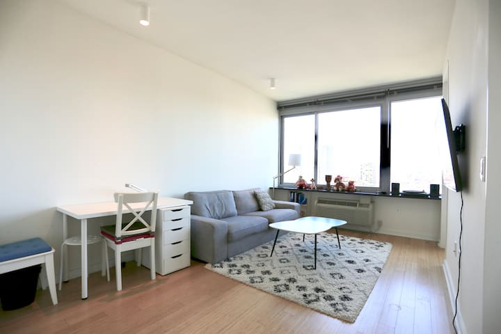 Luxury High Rise One-Bed Apt #5mins to Manhattan!!
