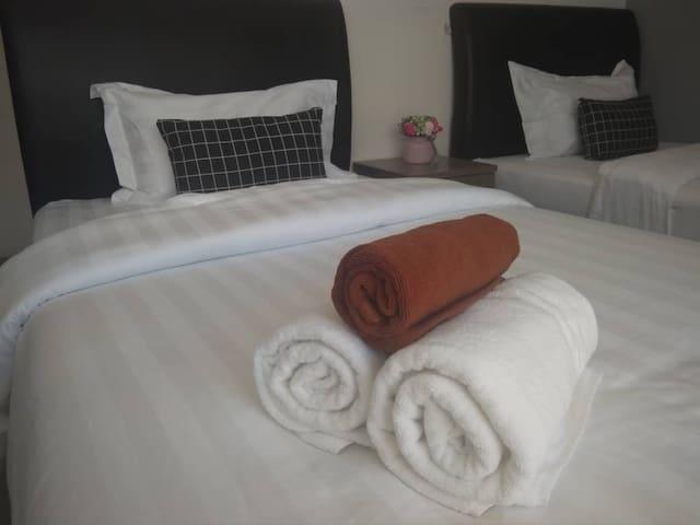 仙本那光环酒店 (HALO HOTEL) 两张单人床房 (有窗) 含早餐,房有浴室 003
