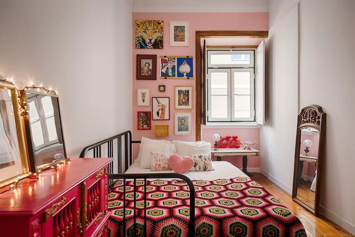Ajuda/Alcântara  Kitsh private bedroom