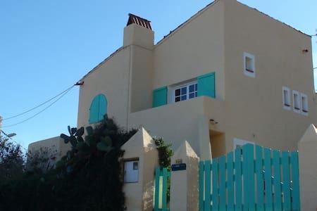 T2 dans villa avec vue sur mer. - Cateri