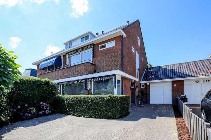 Rotterdam Spacious Family House in Quiet Area