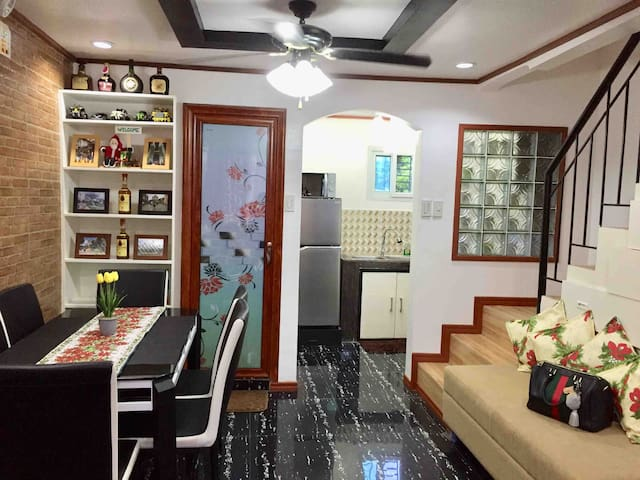 MACKIE's PLACE Unit A (Rate is Per Person) 6 Pax