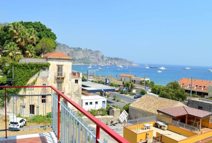 A casa di mamma, vasto appartamento Taormina mare