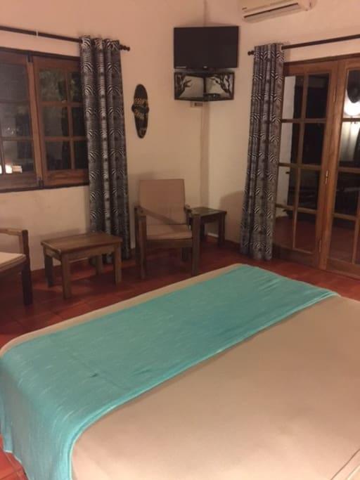 Chambres avec TV et terrasse privée