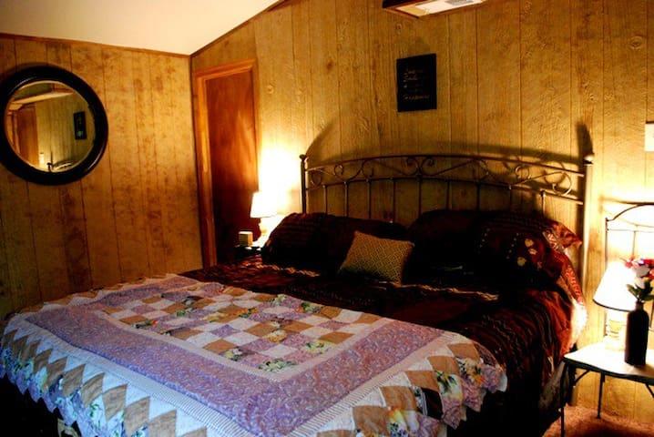 King Bedroom with En Suite Bathroom