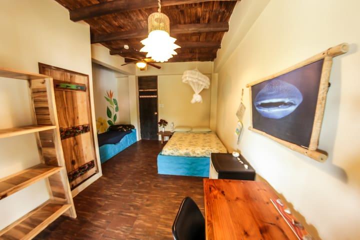 Beachfront room - free yoga @ La Casa (Laurel)