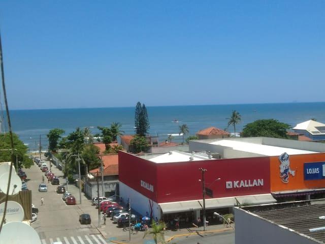 Apê em Itanhaém uma quadra da praia. Tudo perto!