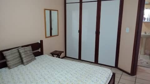 Apartamento quarto e sala para pequena temporada.