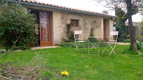 Chambre entre Poitiers-Niort proche St Sauvant