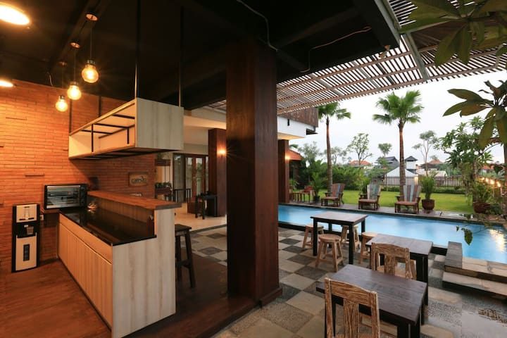 Cozy Superior Room near Canggu and Berawa Beach