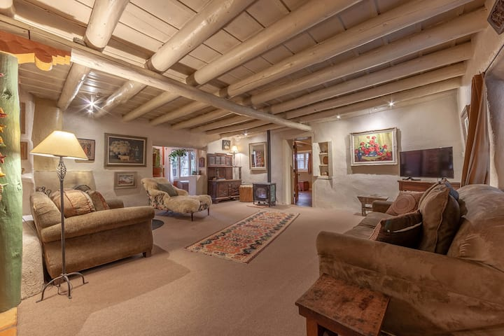 Charming Home of Taos Artist BEST Location! 5 Star