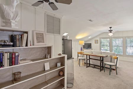 Blissful Historical suite in neighborhood setting