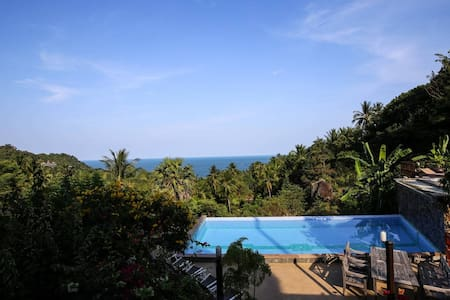 mountain view 2-Bedroom Villa access to pools