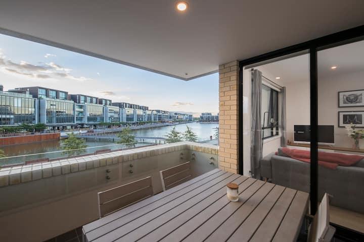 Waterfront Apartment - Kingston Foreshore Paradise