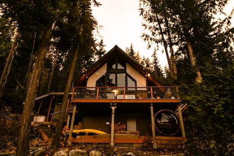 Lake Wenatchee Lakefront Cabin w/hot tub & sauna