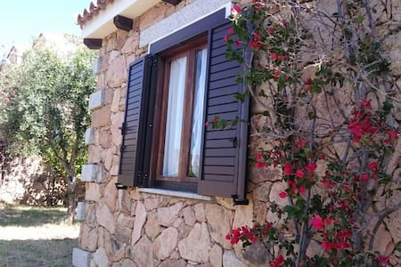 Belle maison typique à 2 kms de la mer - Limpiddu - 一軒家