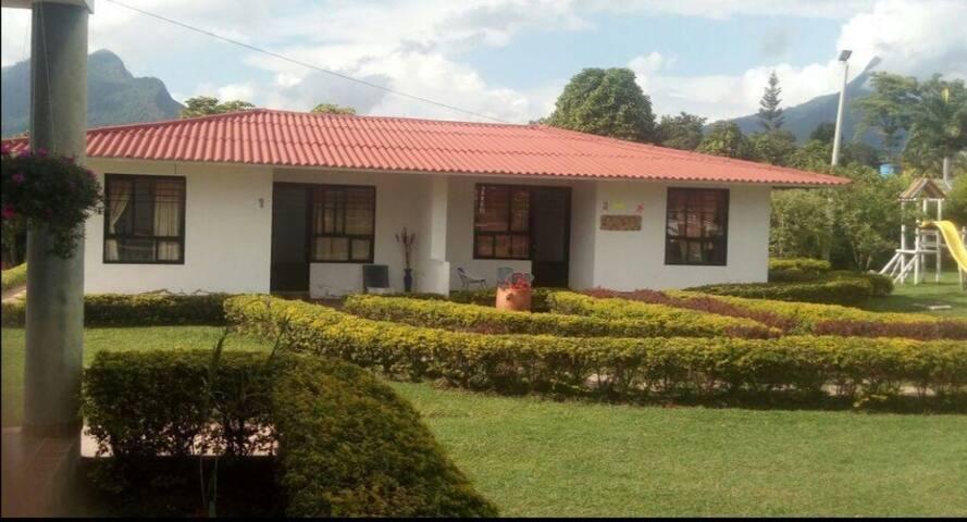 Villa Parra  3219469595
