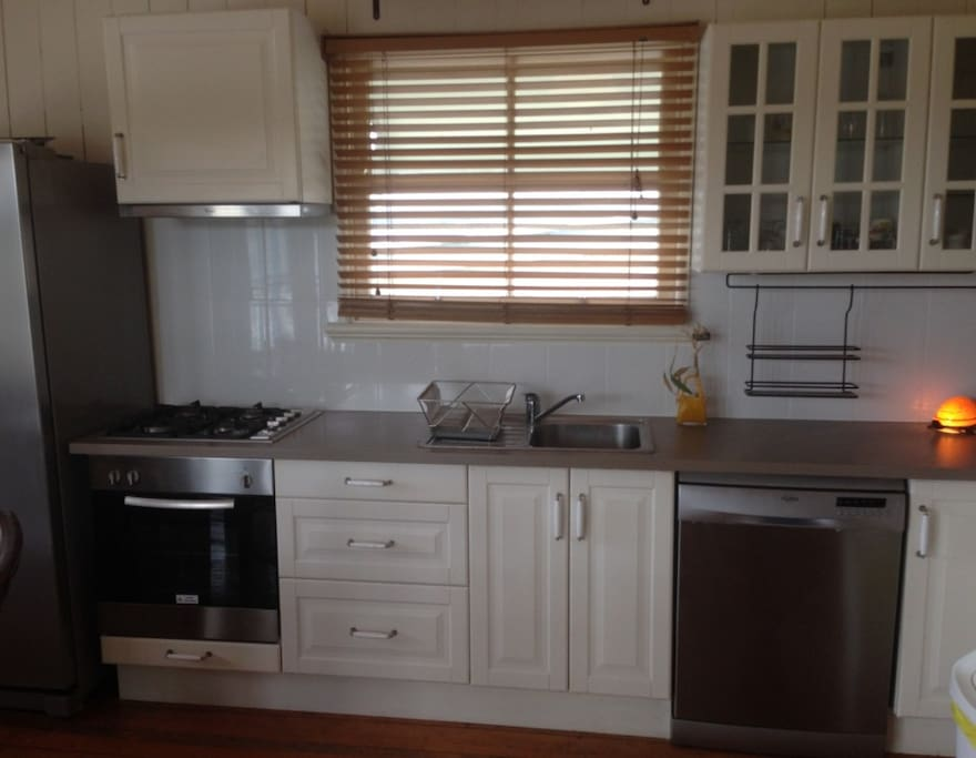 Kitchen with Fridge, Stove top, Oven, Dishwasher and Microwave