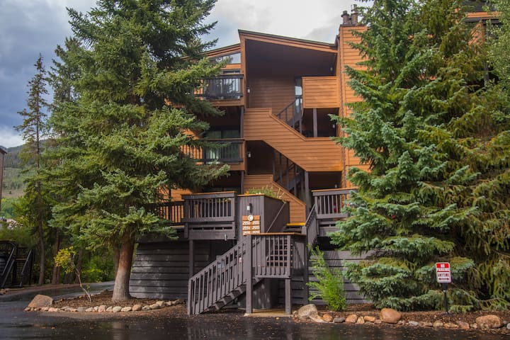 Large 3 bed 2 Bath at the base of the slopes!