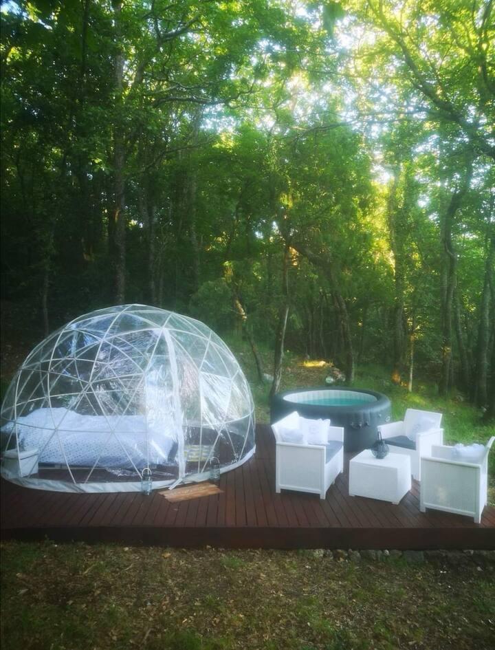 Chambre bulle avec jacuzzi en pleine nature