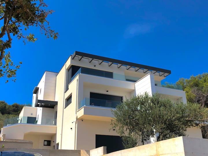 Studio apartment A2, luxury seafront villa A&D