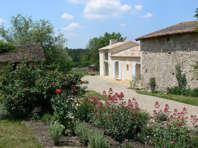 """""""Domaine de Geneviève des Vignes"""" Gite 3 étoiles - Saint-Martin-de-Gurson - Ház"""