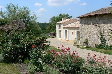 Belle maison ancienne de vigneron!! - Saint-Martin-de-Gurson