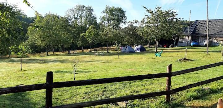 Camping dans un ancien corps de ferme chez Antoine
