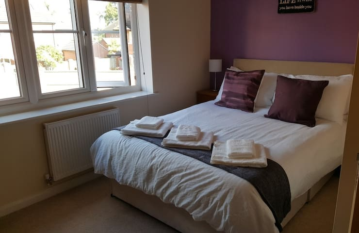 Modern House in Oakham, 5 Mins Walk to Town Centre