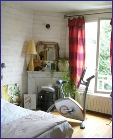 une chambre calme et confortable
